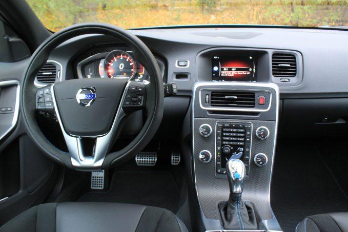 Volvo-V60-nam-2017